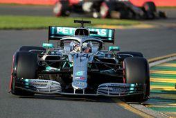Lewis Hamilton á leið til sigurs í tímatökunni í Melbourne.