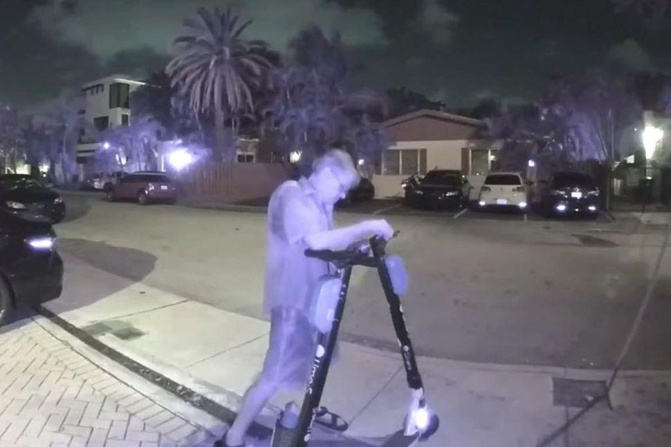 Lögreglan í Fort Lauderdale fylgdi Williams eftir þegar hann gekk ...