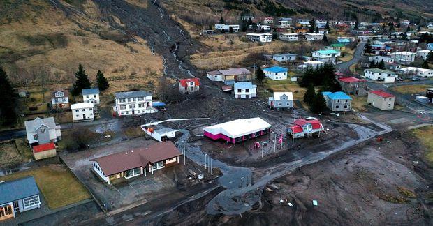 Frá Seyðisfirði eftir að stórar aurskriður féllu þar í desember 2020.