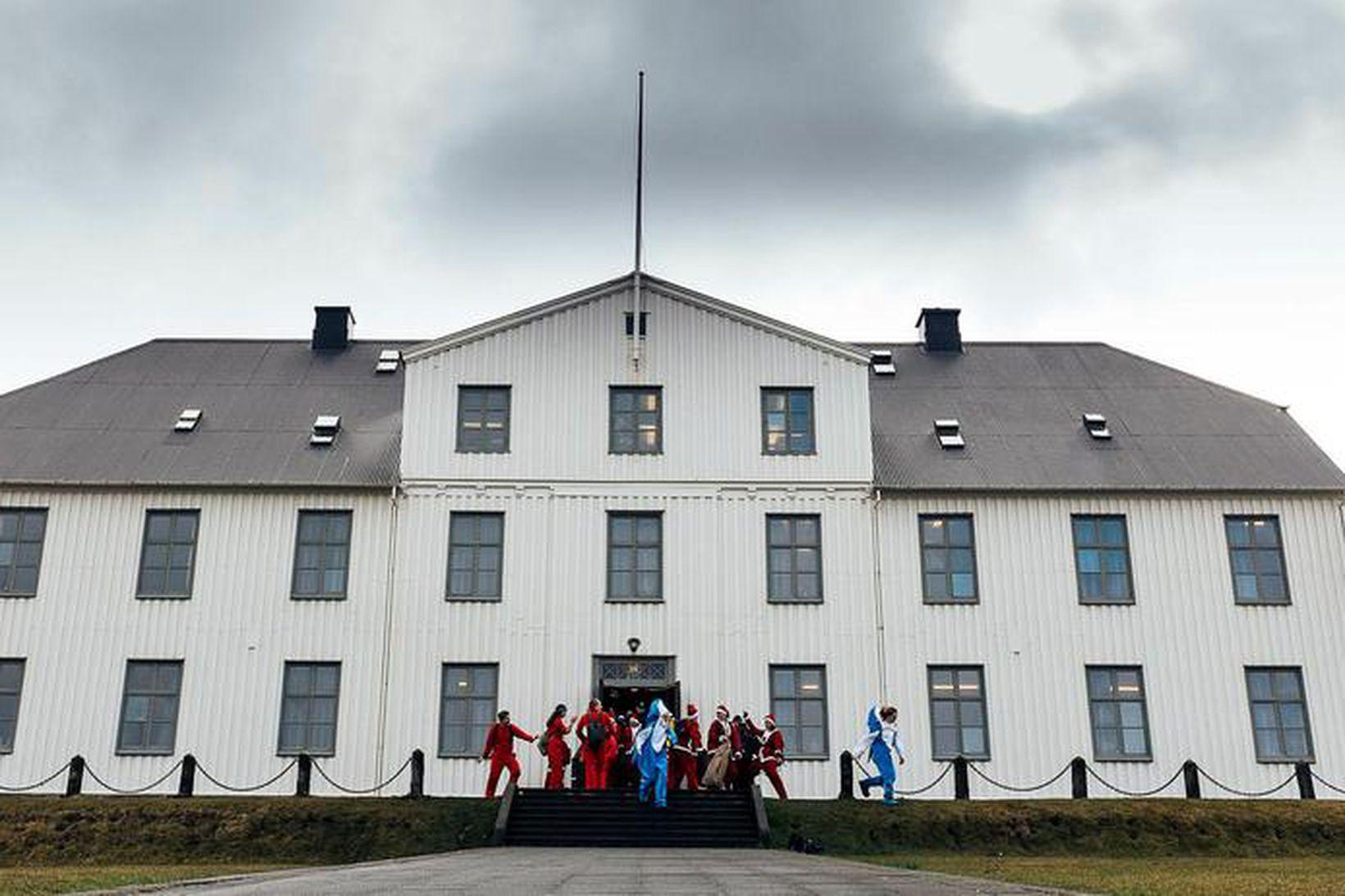 Nemendum og starfsmönnum Menntaskólans í Reykjavík verður gert að bera …