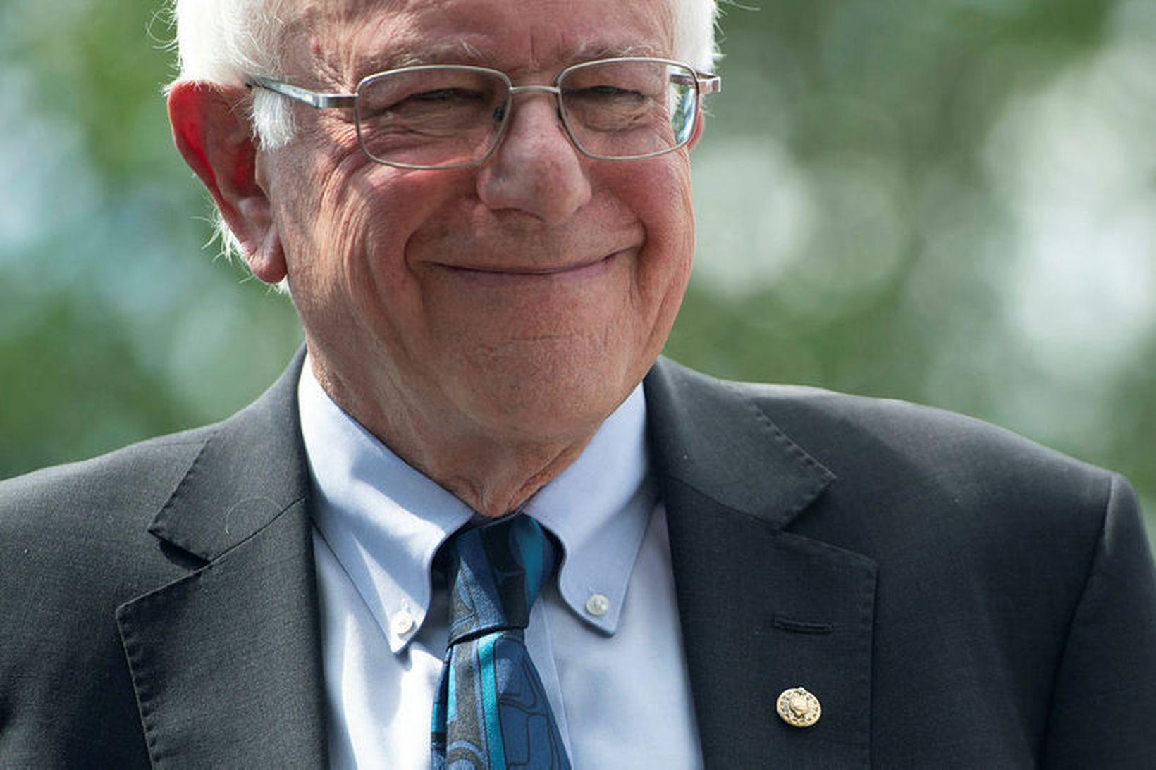 Bernie Sanders kynnti 2.200 milljarða dala menntaáætlun sína í gær. …