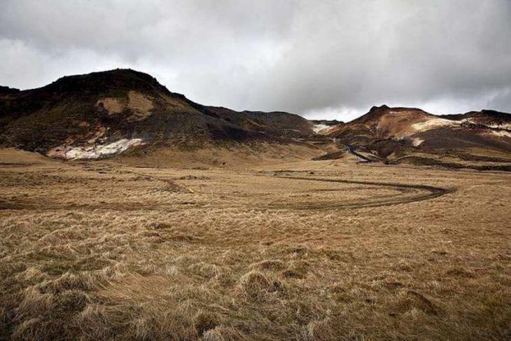 Hér stendur til að leggja borplan eða -teig við Krýsuvík.