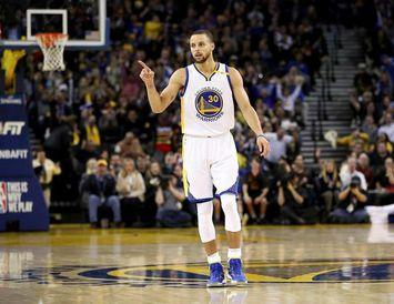 Stephen Curry skoraði 24 stig í góðum sigri Golden State Warriors gegn Houston Rockets í ...