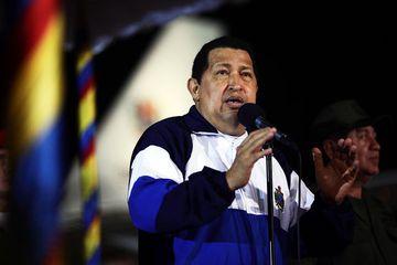 Hugo Chavez, forseti Venesúela, var þakklátur við komuna til heimalandsins.