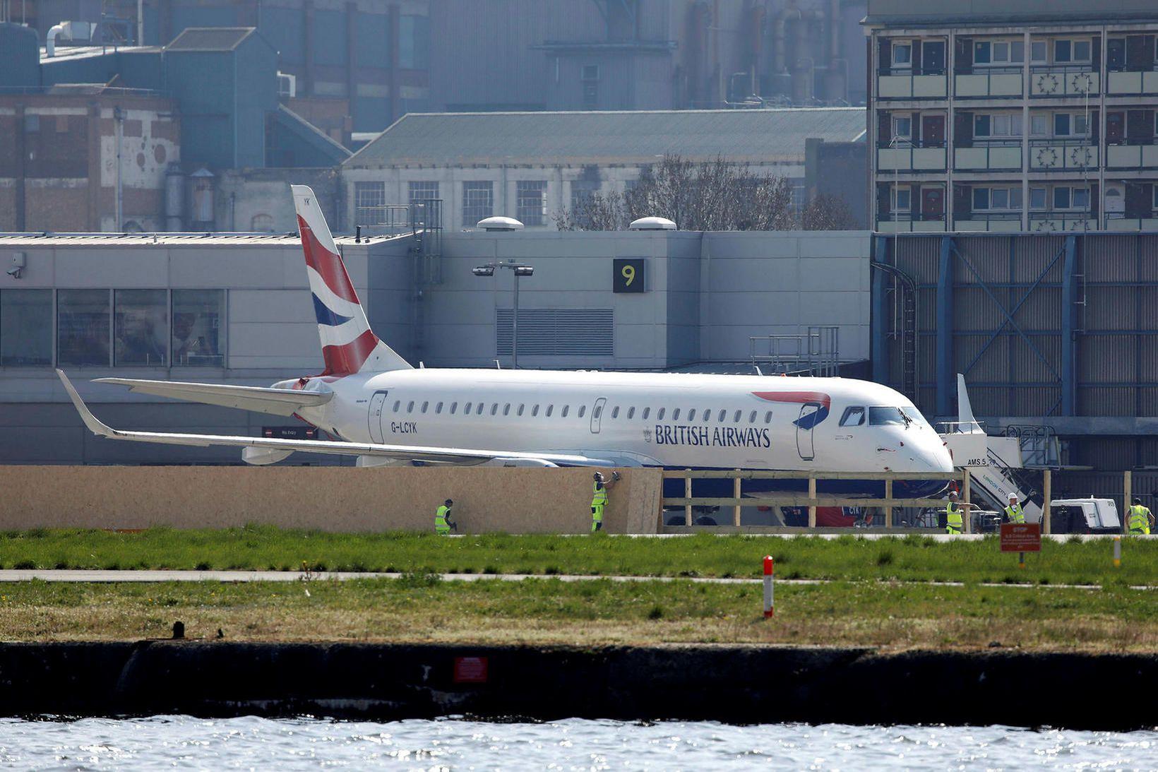 Flugvél British Airways í London.