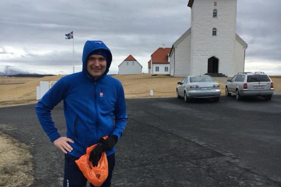 Guðni Th. Jóhannesson, forseti Íslands, kampakátur við Bessastaði í dag.