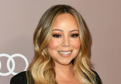Mariah Carey deilir með fylgjendum sínum upptöku af því þegar hún söng í fyrsta skipti opinberlega lagið All I Want For Christmas Is You.