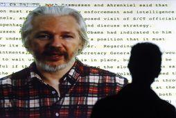 Julian Assange, stofnandi Wikileaks, hefur hafst við í sendiráði Evkadors í London í tvö ár.