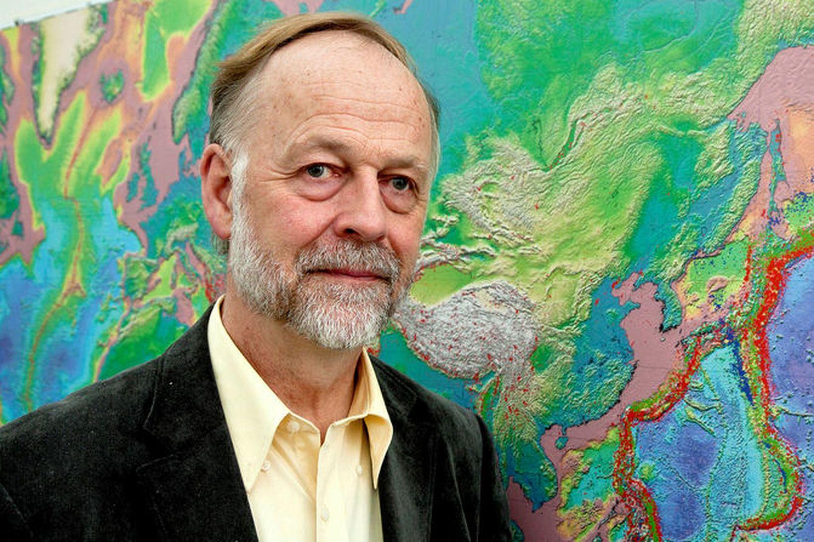Páll Einarsson, prófessor emeritus í jarðeðlisfræði.