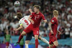 Joachim Andersen í baráttu við Harry Kane í undanúrslitaleik Danmerkur og Englands á EM fyrr …