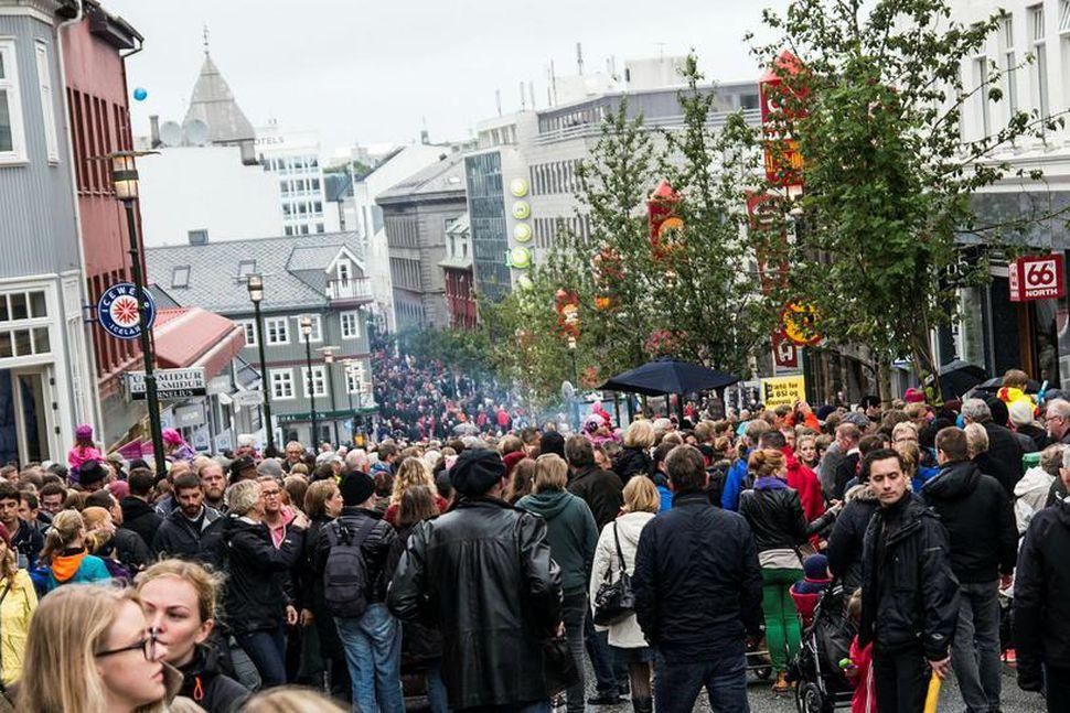 Samanlagt er fyrsta og önnur kynslóð innflytjenda 15,6% af mannfjöldanum ...