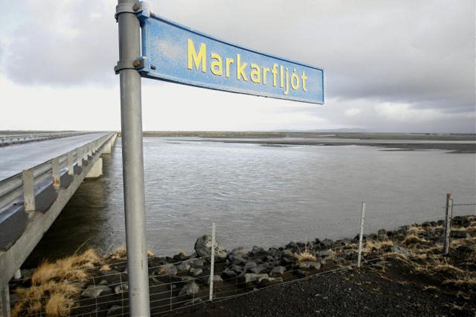 Vatnsborð er farið hækka við Markarfljótsbrú.