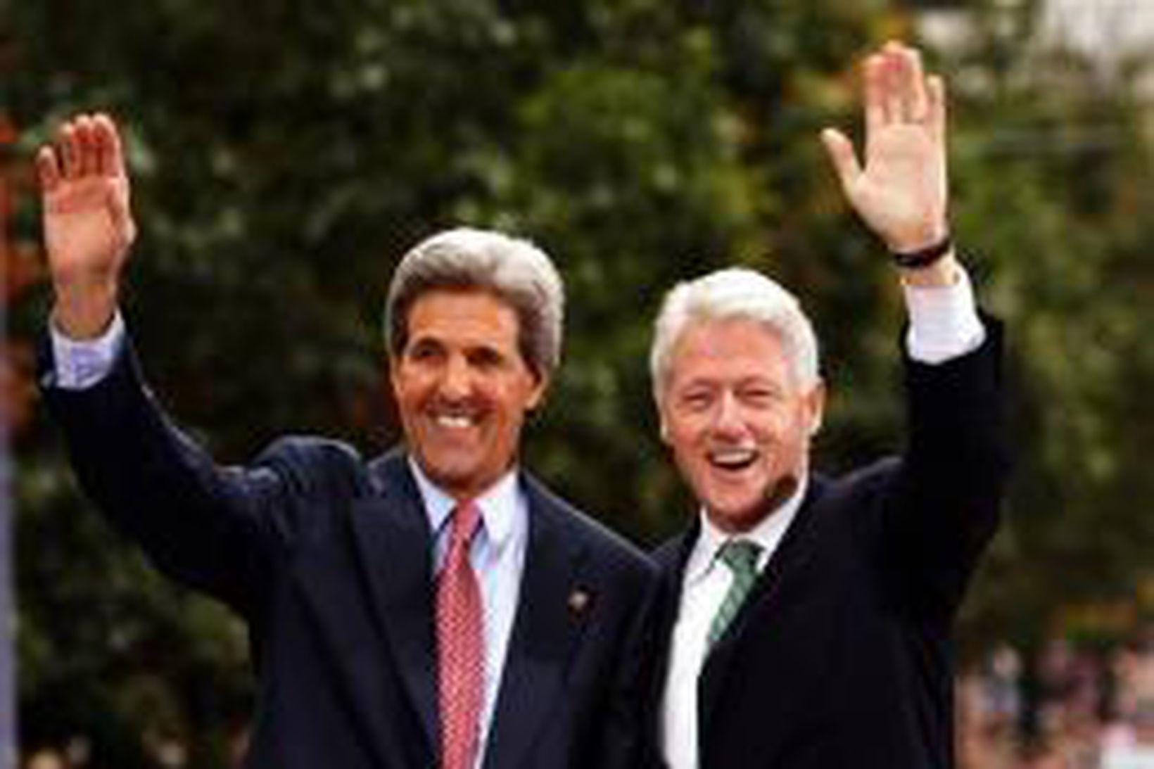 John Kerry og Bill Clinton á kosningafundinum í Pennsylvaníu í …