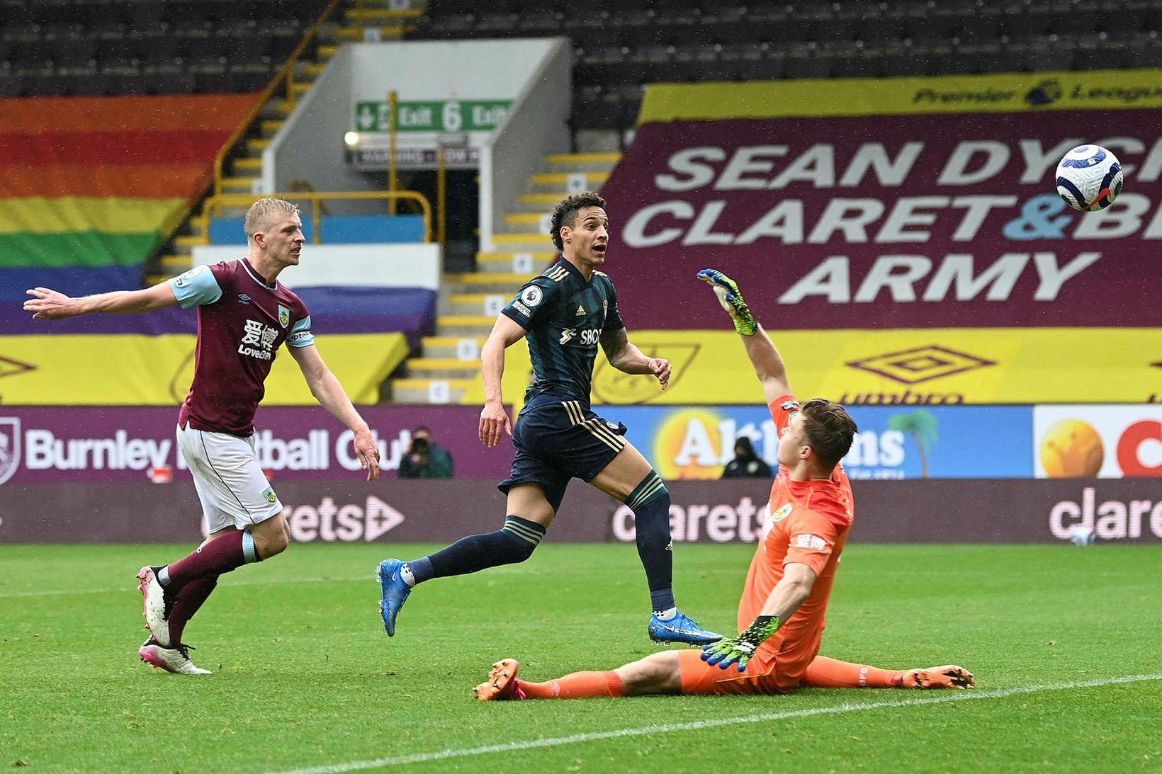 Rodrigo kemur Leeds í 3:0 í dag.
