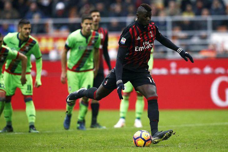 Franski sóknarmaðurinn M'Baye Niang er kominn til Watford sem lánsmaður frá AC Milan.