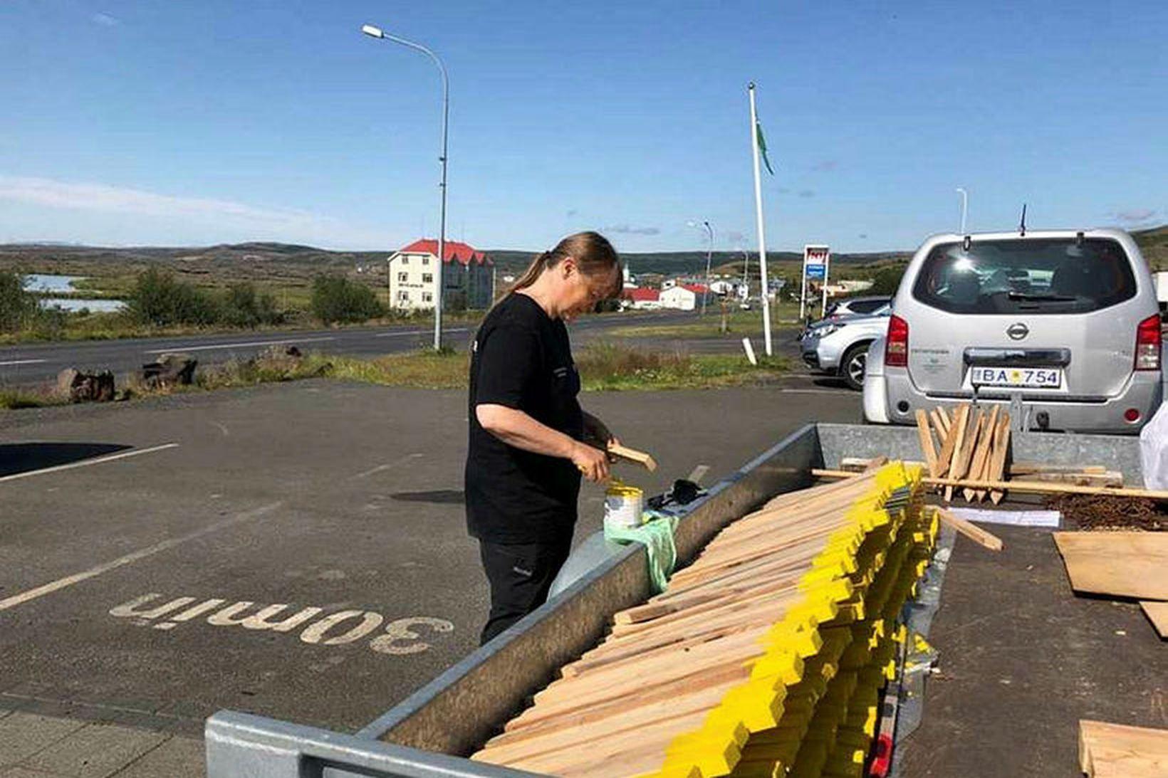 Þessar stikur munu koma sér vel við afmörkun gönguleiða.