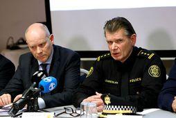 Karl Steinar Valsson, fulltrúi hjá Europol og Grímur Grímsson yfirlögregluþjónn á blaðamannafundi í gær.