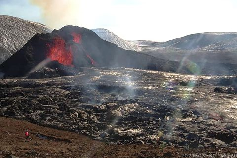The new webcam provides a fantastic view of the eruption.