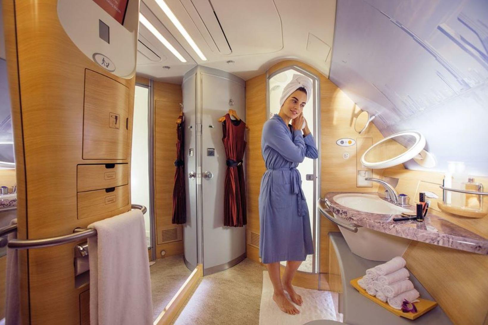 Nú er hægt að fara aftur í sturtu hjá Emirates.