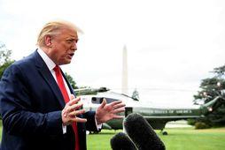 Trump áður en hann steig um borð.