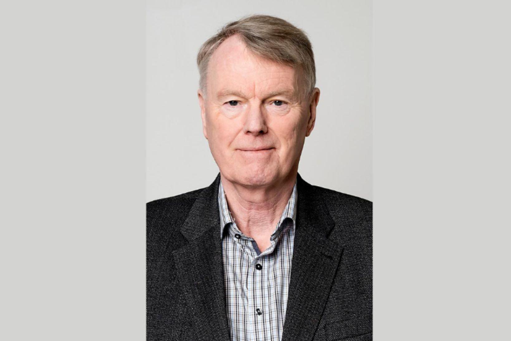 Jónas Haraldsson, ellilífeyrisþegi og fyrrum lögmaður sem nú er á …