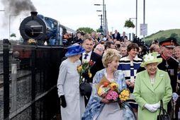 Stundum ferðast drottningin um England í lestinni sinni.
