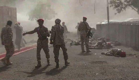 32 farast í árás á hersýningu í Jemen