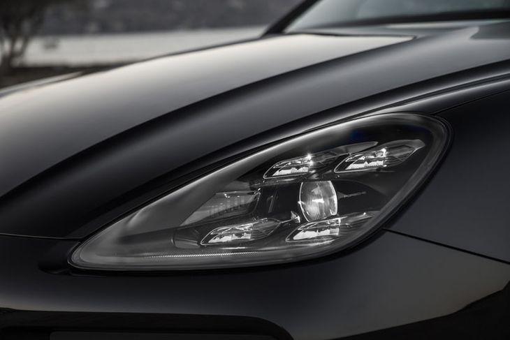 Porsche Cayenne er sá lúxusjeppi sem aðrir bílsmiðir hafa tekið mið af og reynt að ...