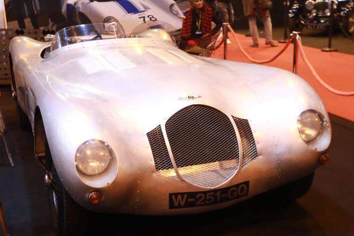 Bentley MK VI Special frá 1972 er meðal glæsilegra bíla á fornbílasýningunni í París um ...