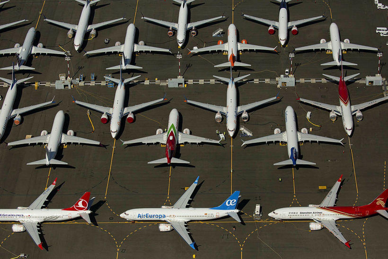 Boeing 737 MAX farþegaþotur á flugvélastæði í nágrenni verksmiðju Boeing …