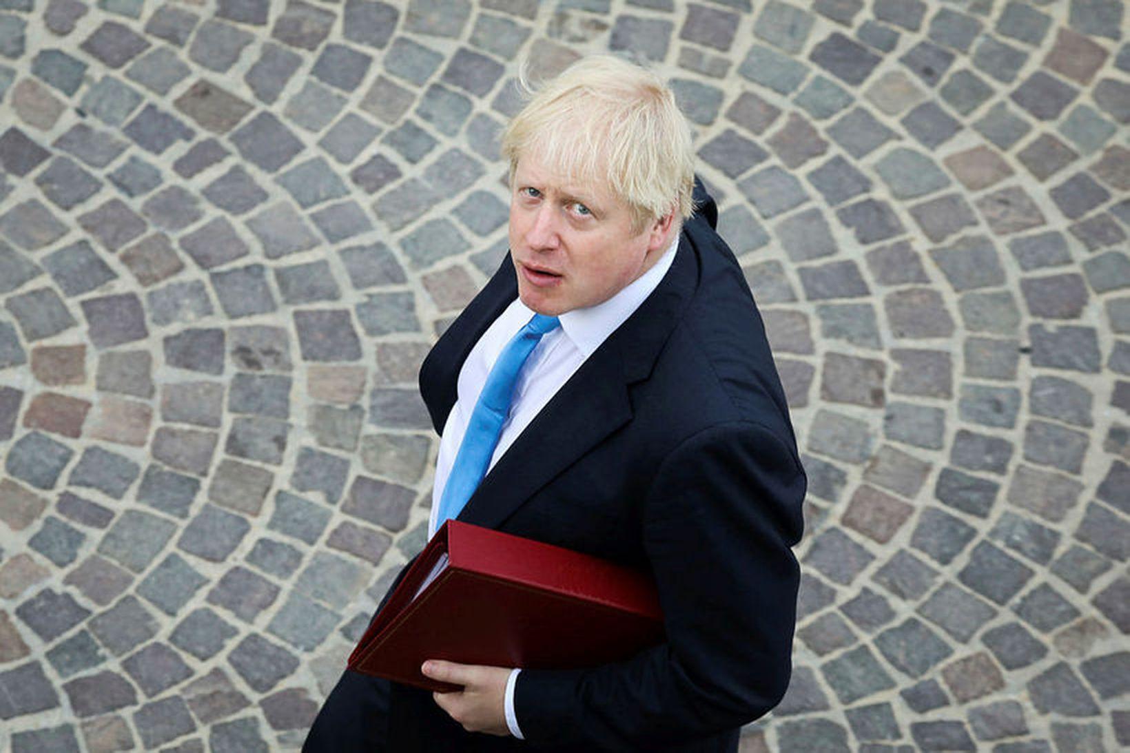 Elísabet Englandsdrottning hefur samþykkt beiðni Boris Johnsons, forsætisráðherra Bretlands, að …