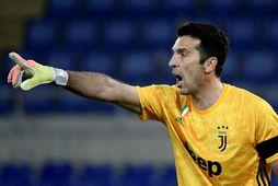 Gianluigi Buffon segir skilið við Juventus í sumar.