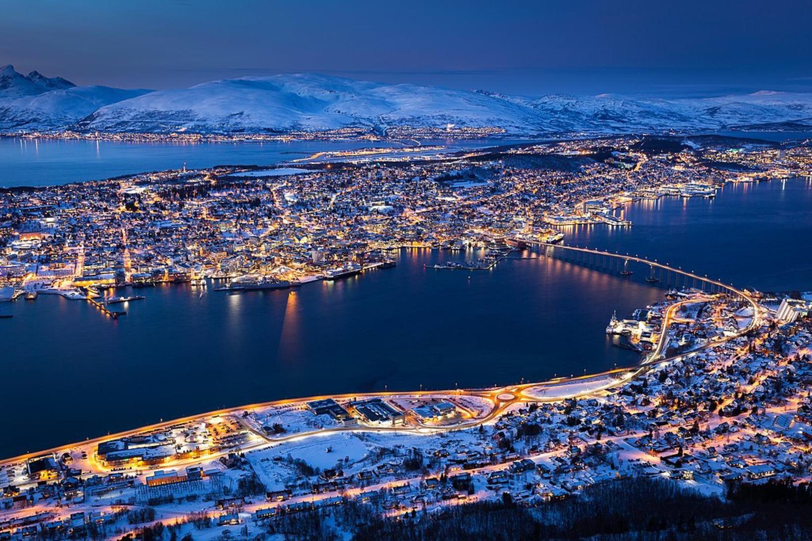 Tromsø, höfuðstaður norska norðurlandsins, þar sem kórónuveirusmitaður maður var gripinn …