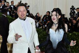Elon Musk og Grimes hafa gefið syninum nafnið X Æ A-12.