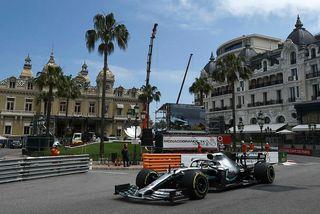 Lewis Hamilton á seinni æfingu dagsins í Mónakó.