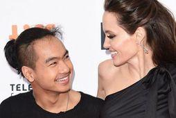 Angelina Jolie ásamt syni sínum Maddox.