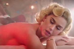 Katy Perry í hlutverki frú sveinku í myndbandinu.
