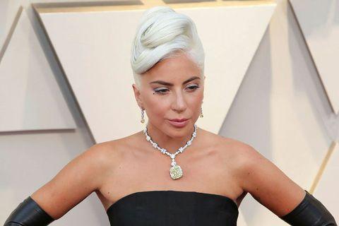 Aðstoðarmaður Lady Gaga var skotinn fjórum sinnum í bringuna og tveimur hundum hennar stolið í …