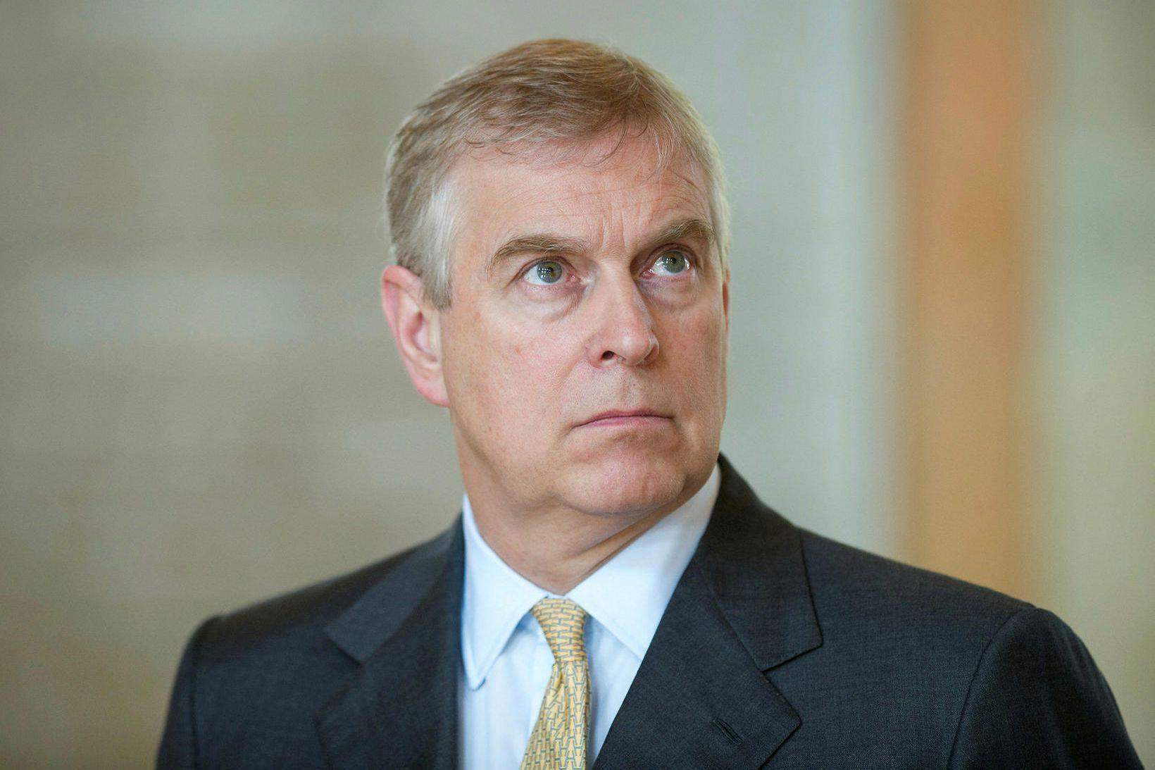 Andrési Bretaprinsi, hertoga af Jórvík, ber skylda til að bera …