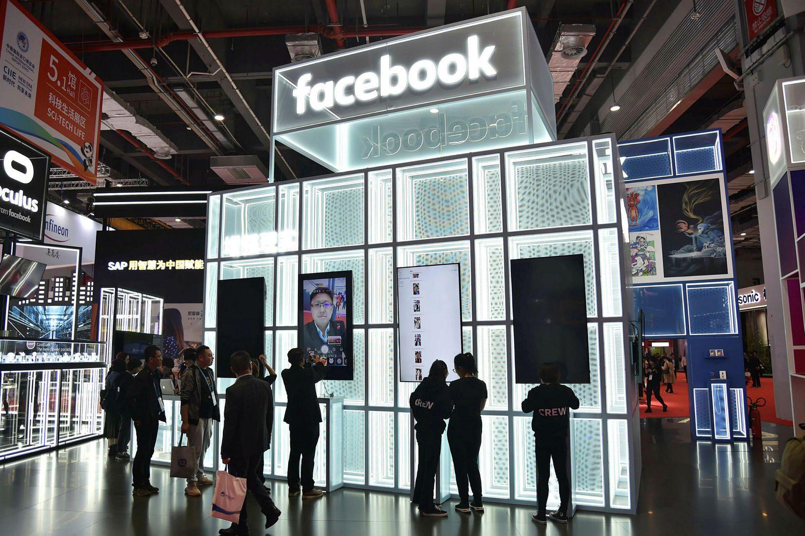 Bás Facebook á vörusýningu í Shanghai í Kína. ESB hefur …