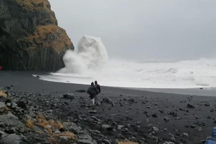 A screenshot from Sigurður Sigurbjörnsson's video.