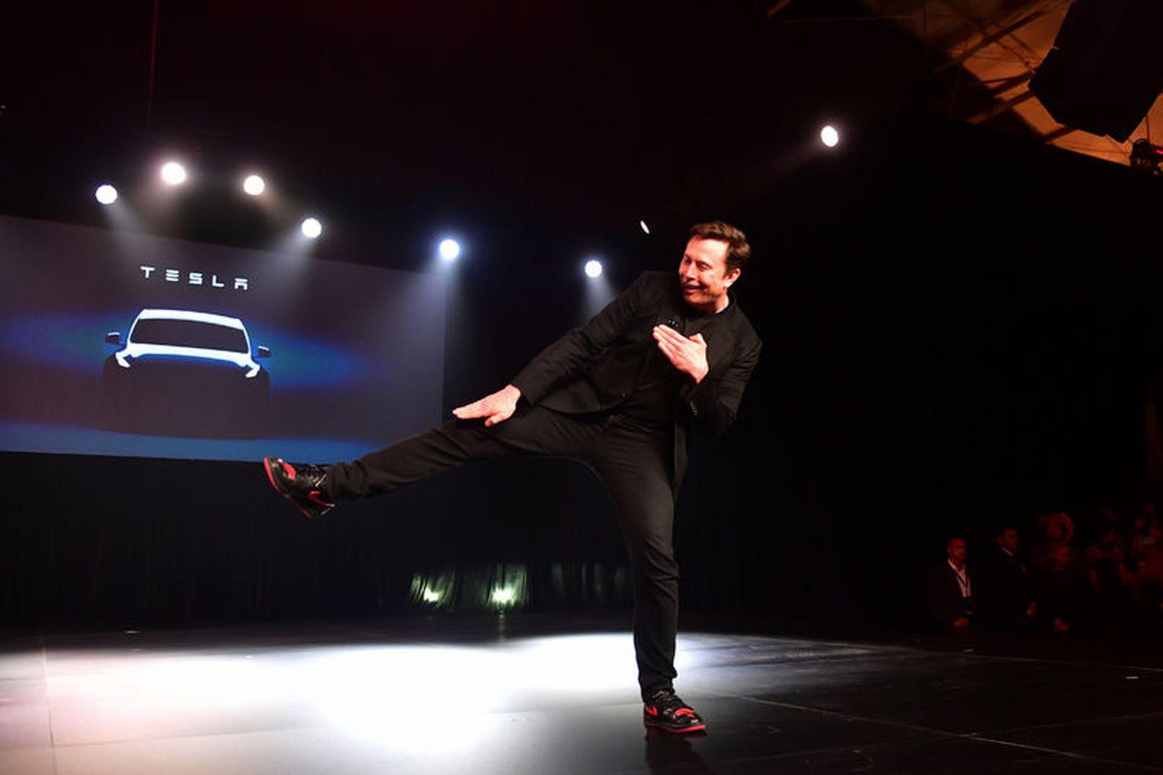 Elon Musk var í stuði þegar hann kynnti nýja Y.
