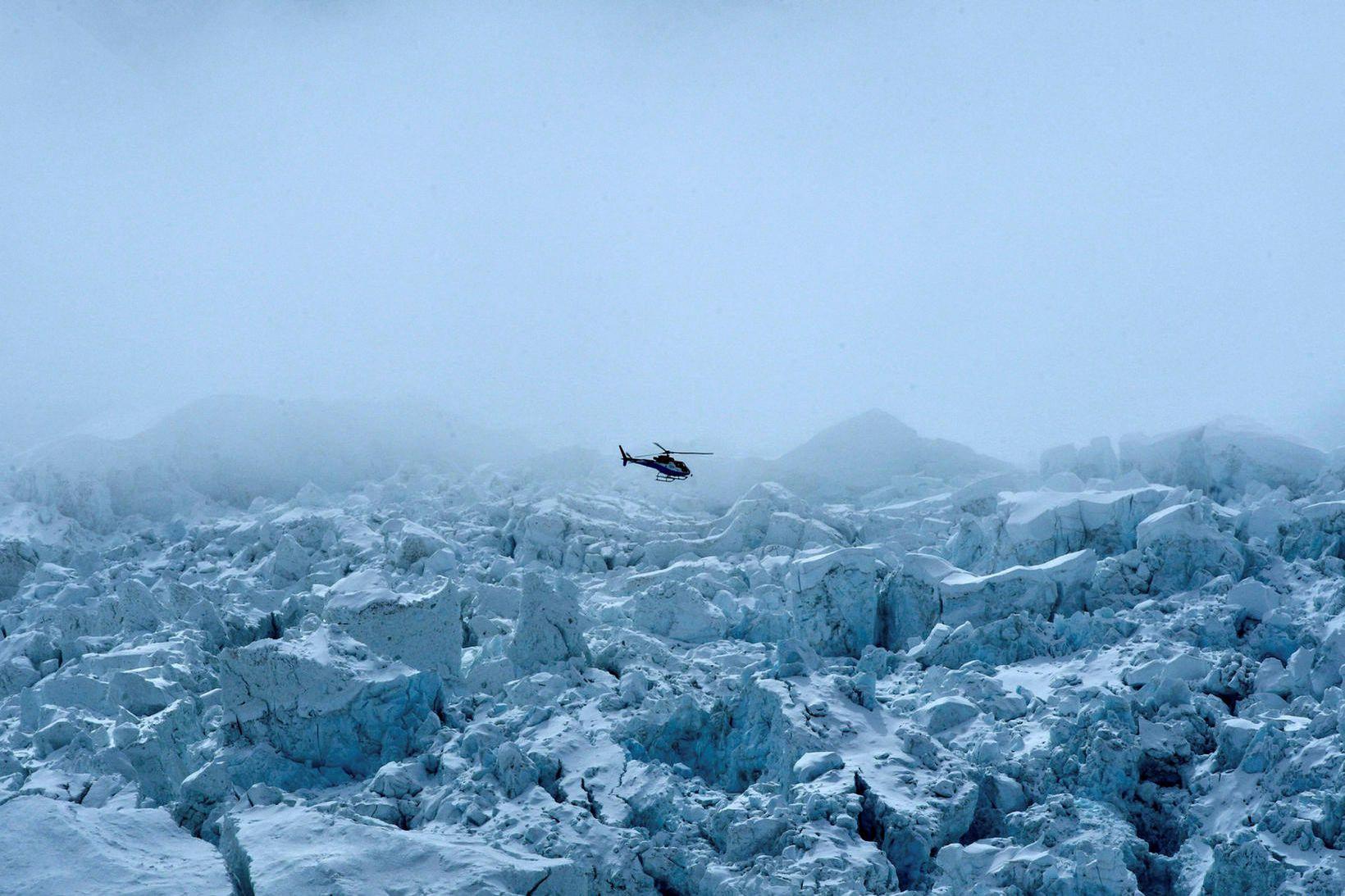 Flogið yfir Khumbu-jökul á Everest 2. maí 2021.