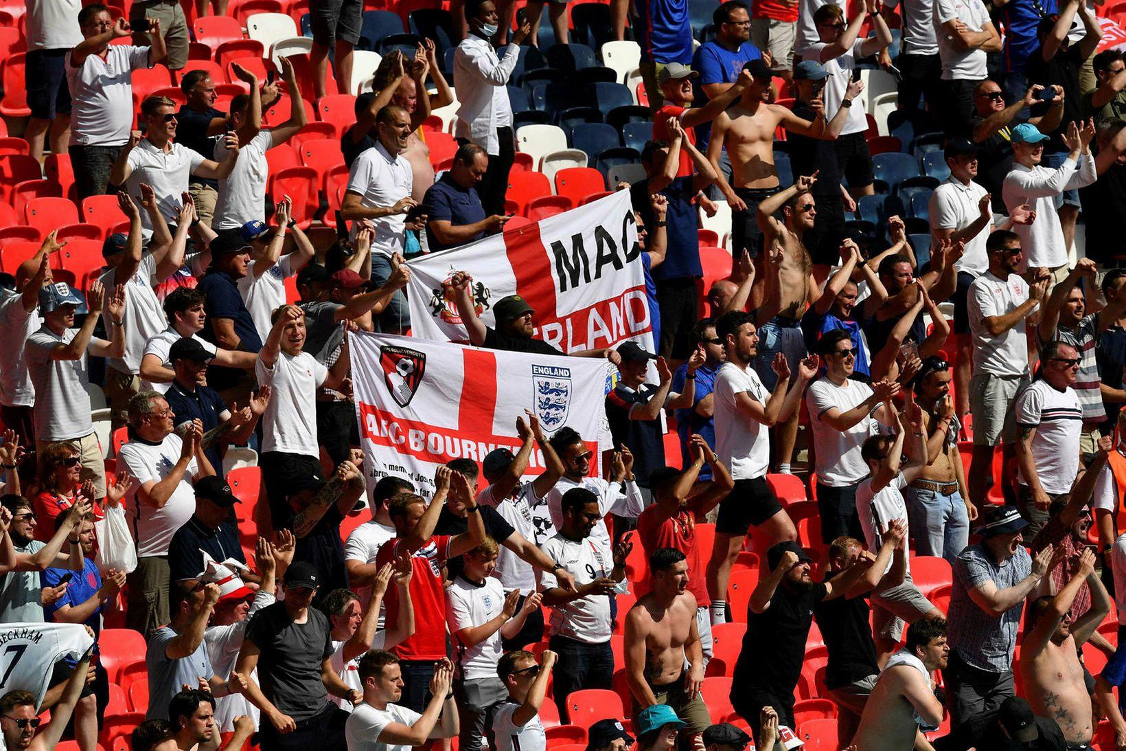 Áhorfendur á Wembley í gær voru 22.500 en leyfilegt var …