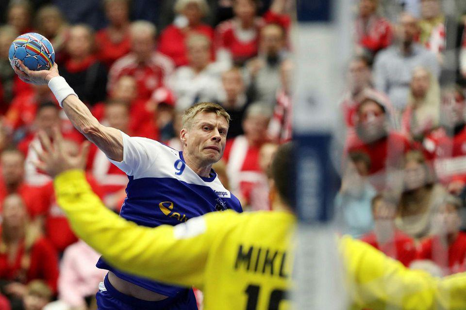 Guðjón Valur Sigurðsson stekkur í gegn í dag.