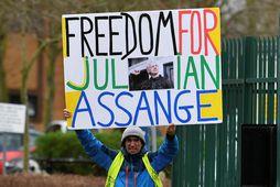 Lögmenn Assange lögðu fram kvörtun yfir þeirri meðferð sem hann mátti sæta í fangelsinu í …