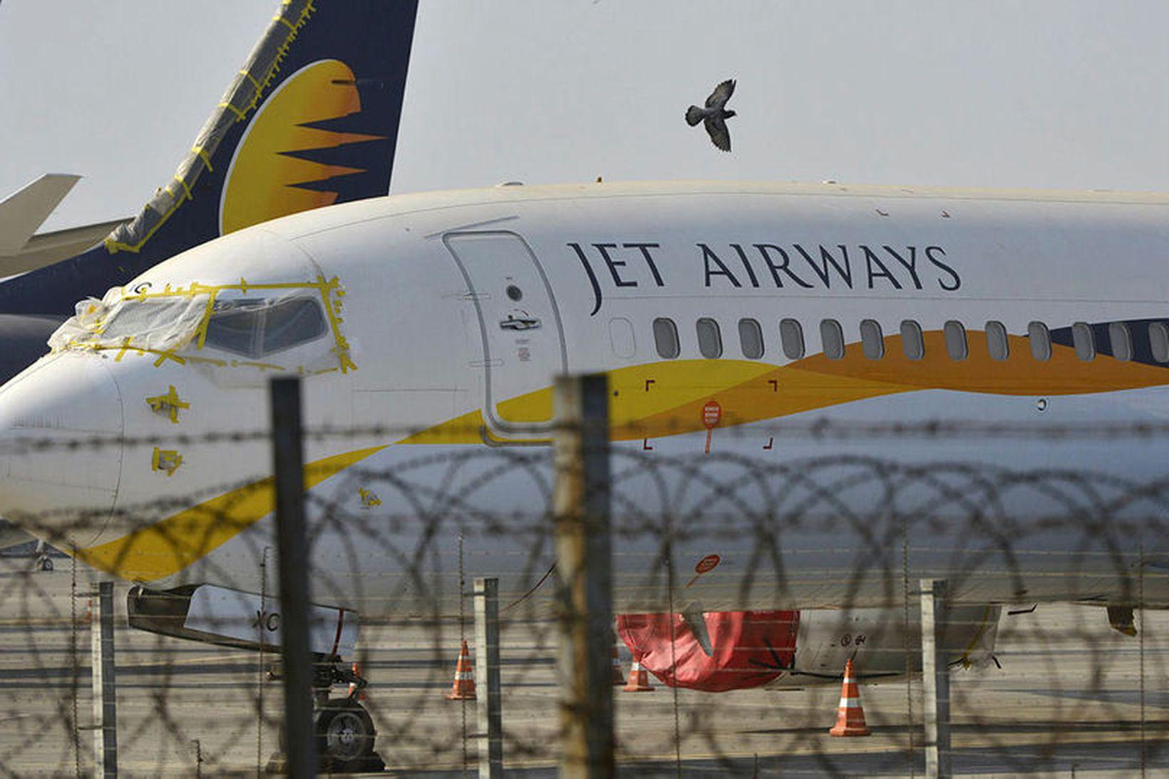 Tíu flugvélar Jet Airways voru kyrrsettar af leigusölum flugvélanna í …