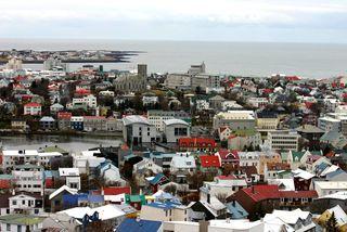 Markaðsaðilar spá því að vextir verði 4% og evran 140 krónur.