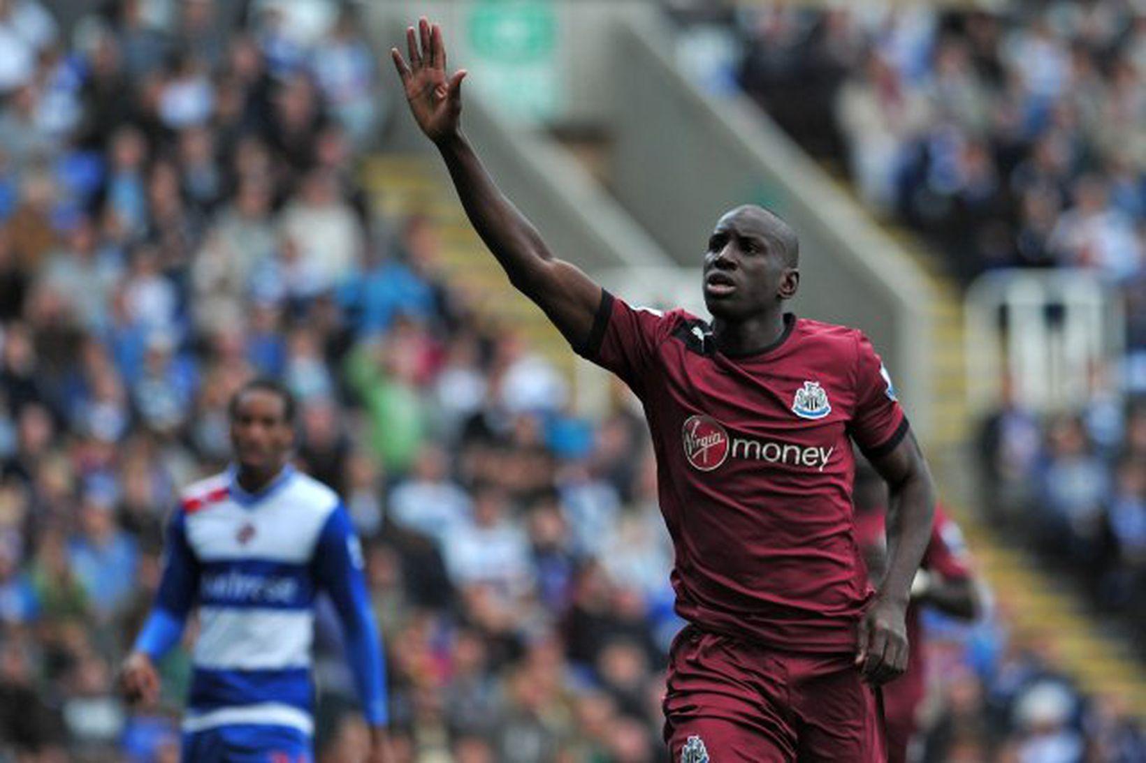 Demba Ba fagnar marki með Newcastle á sínum tíma.