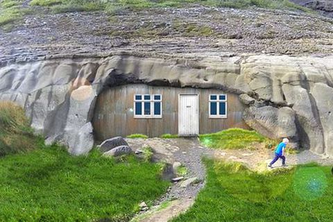 This is how the the home at Laugarvatnshellir cave used to look like.